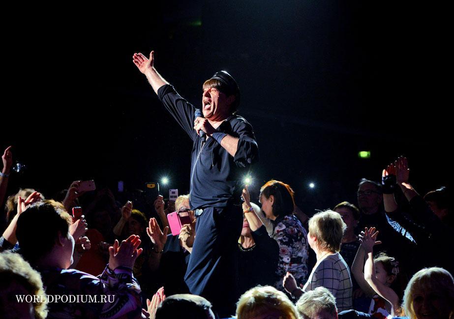 """Концерт Виктора Королёва: «Я брошу жизнь свою к твоим ногам! Скажу """"Спасибо!"""" всем земным Богам..»"""