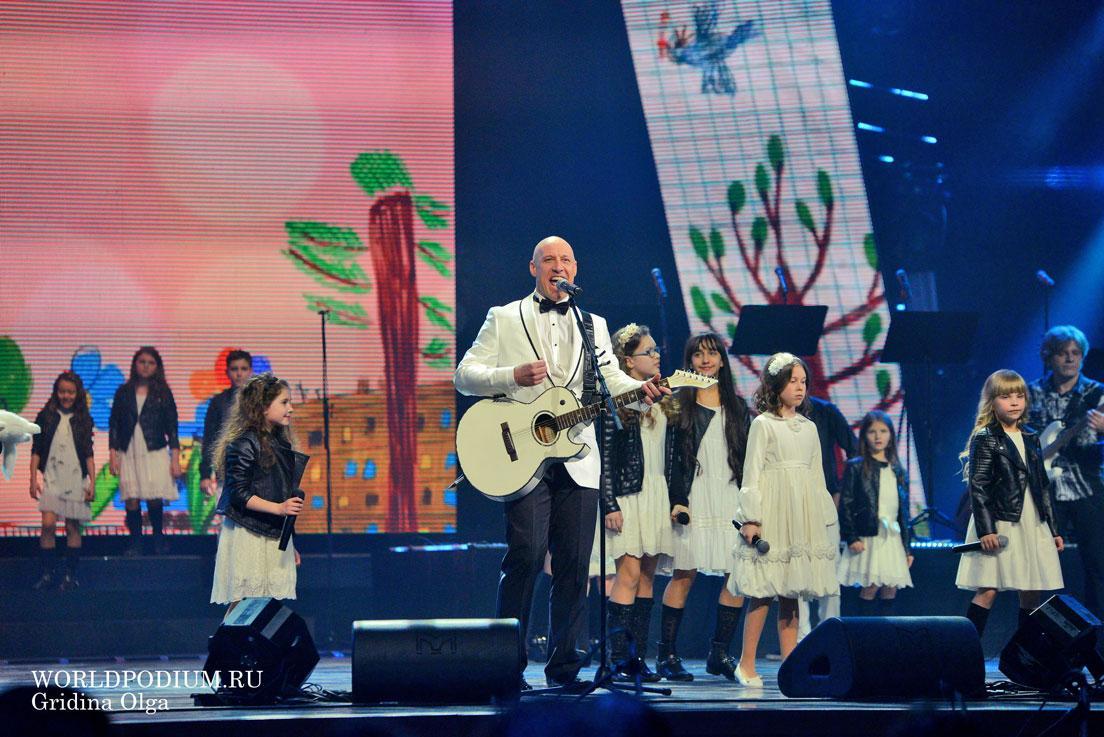 Денис Майданов споет на Пятом канале в День России