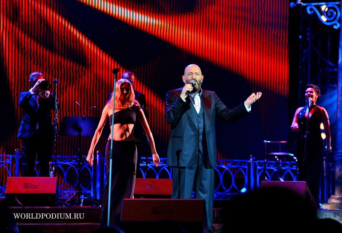 Михаил Шуфутинский представил премьеру композиции «Ах, осень — листья той первой любви»