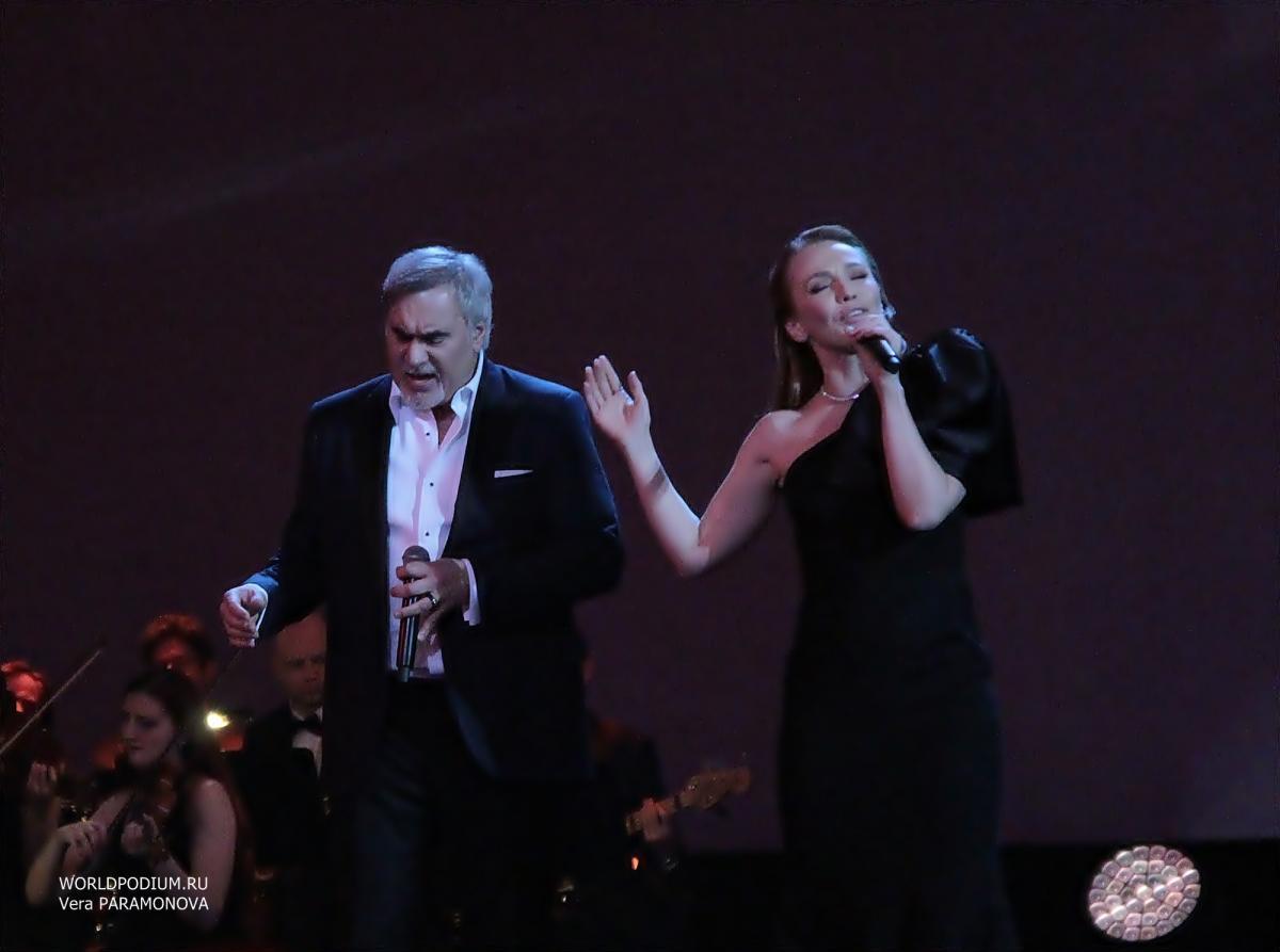 Альбина Джанабаева перетанцевала младшего сына