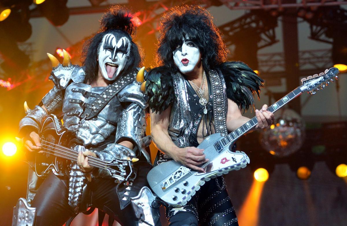 Группа Kiss сыграет концерт для акул