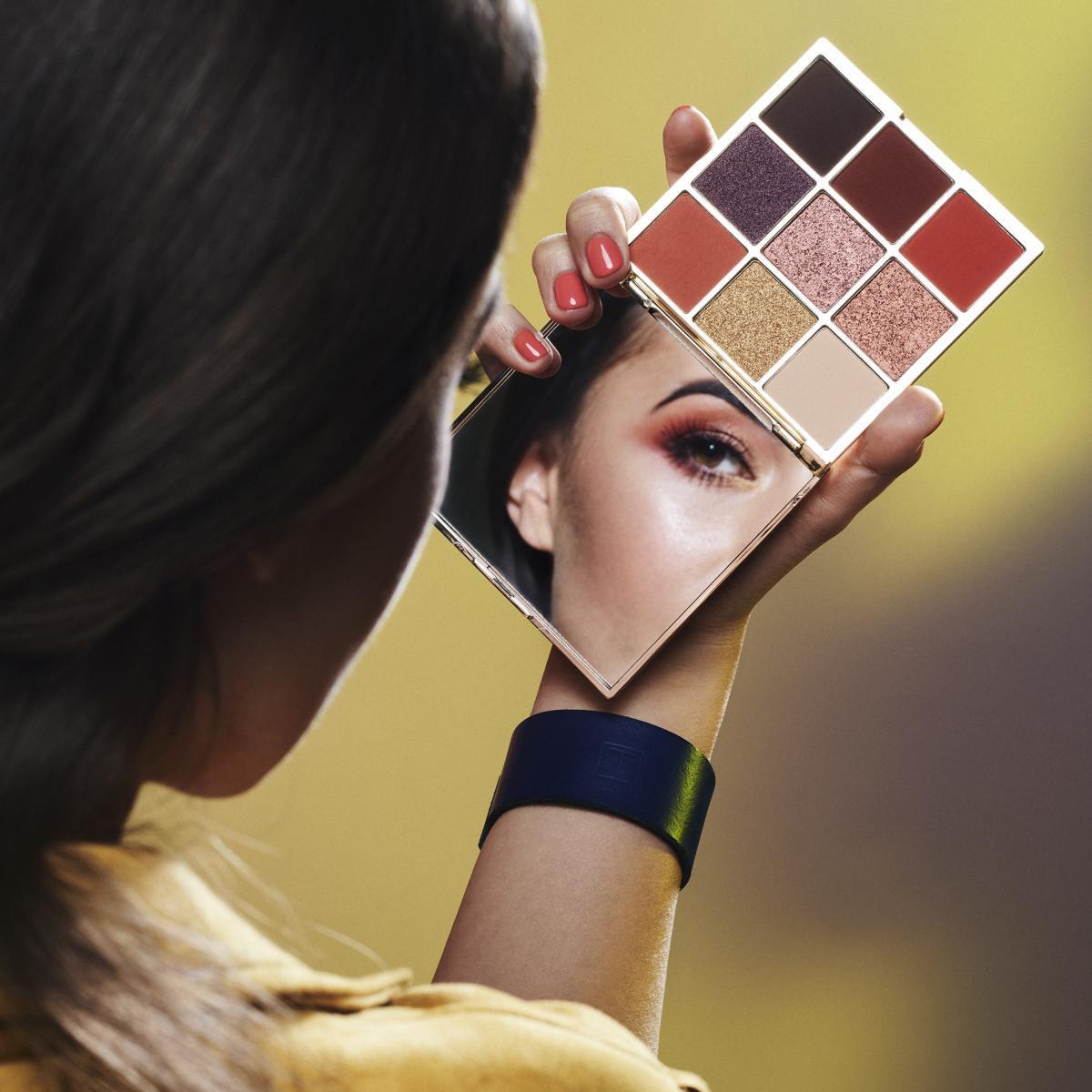 «Свет мой, зеркальце, скажи»: новая палетка теней и пузырьковые маски от Eveline Cosmetics