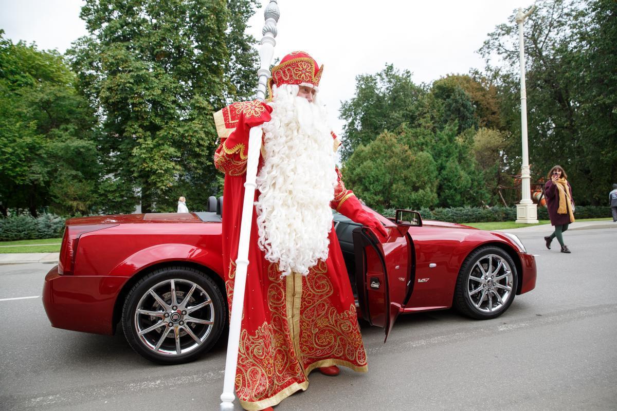 Дед Мороз открыл филиал своей почты в «Союзмультпарке» на ВДНХ