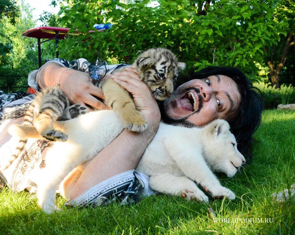 """""""В клетке со львами!"""""""