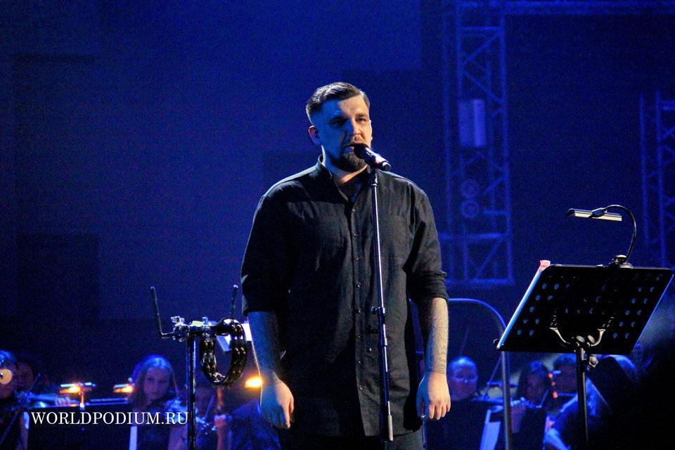 Концерт БАСТА с симфоническим оркестром на сцене Кремлевского Дворца