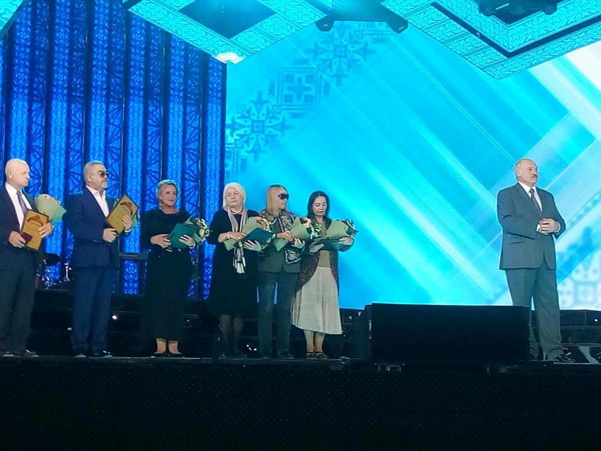 Александр Лукашенко вручил премии Союзного государства в области литературы и искусства