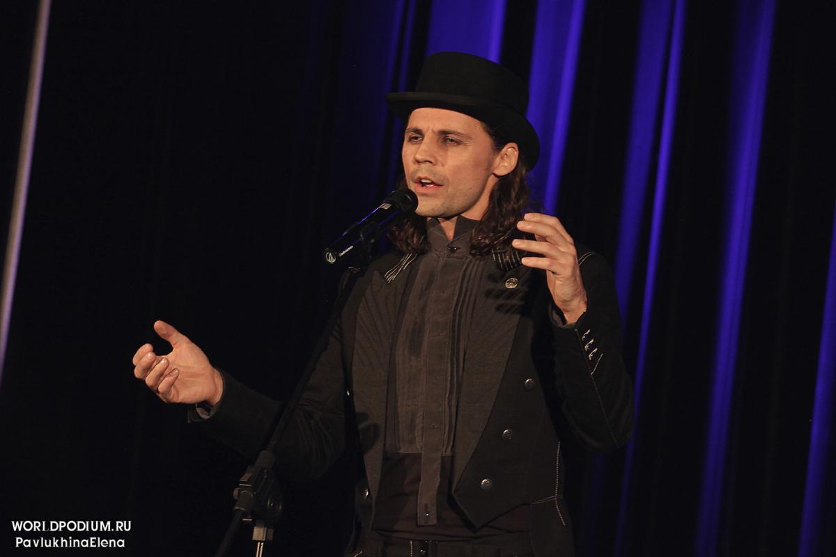 Дмитрий Бозин отпраздновал пятилетие музыкально-поэтической программы «И-НЕ-ЗА-ТЕ-ВАЙ»