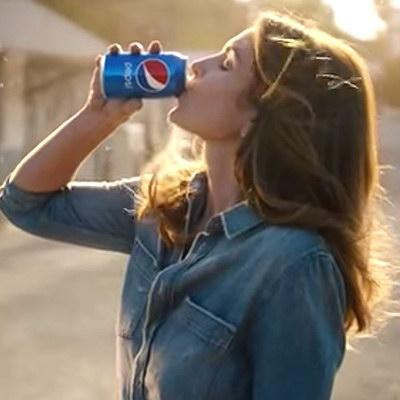 Синди Кроуфорд вновь пересняла рекламу Pepsi 1992 года
