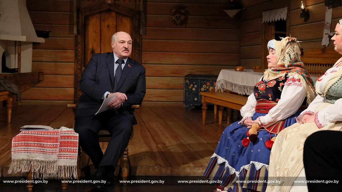 Александр Лукашенко посетил Купаловский театр