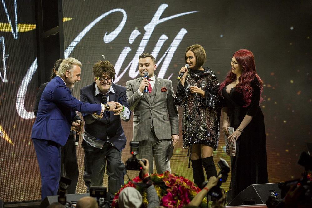 Танцующий миллионер Джанлука Вакки на премии LF City Awards 2016