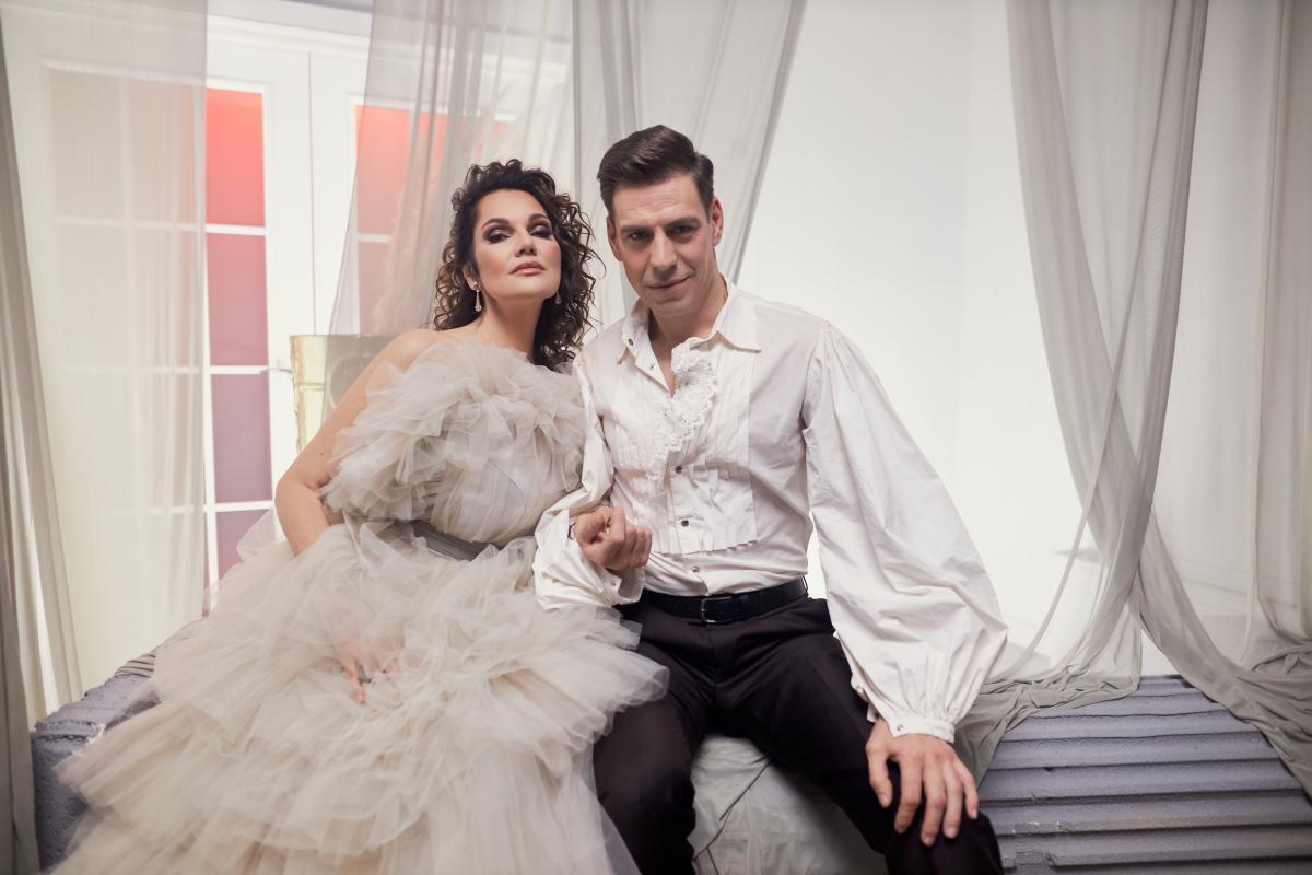 Дмитрий Дюжев стал коллекционером картин в новом клипе Нины Шацкой