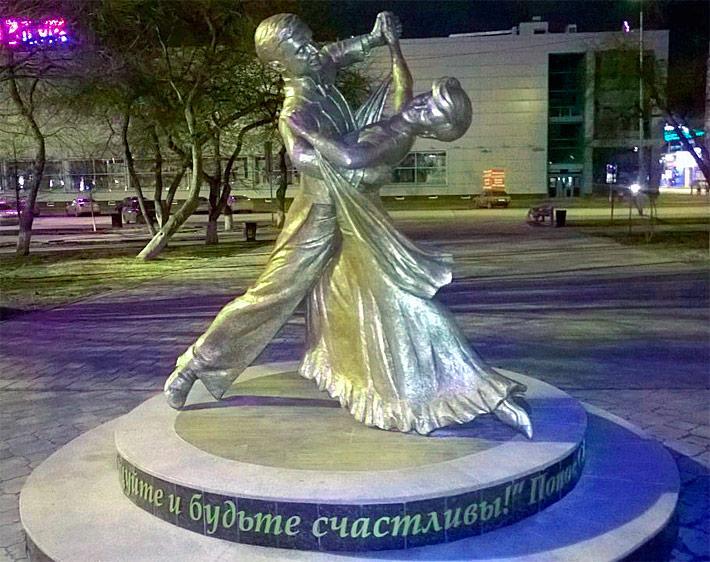 В Тюмени открыли скульптуру в честь Станислава и Людмилы Поповых