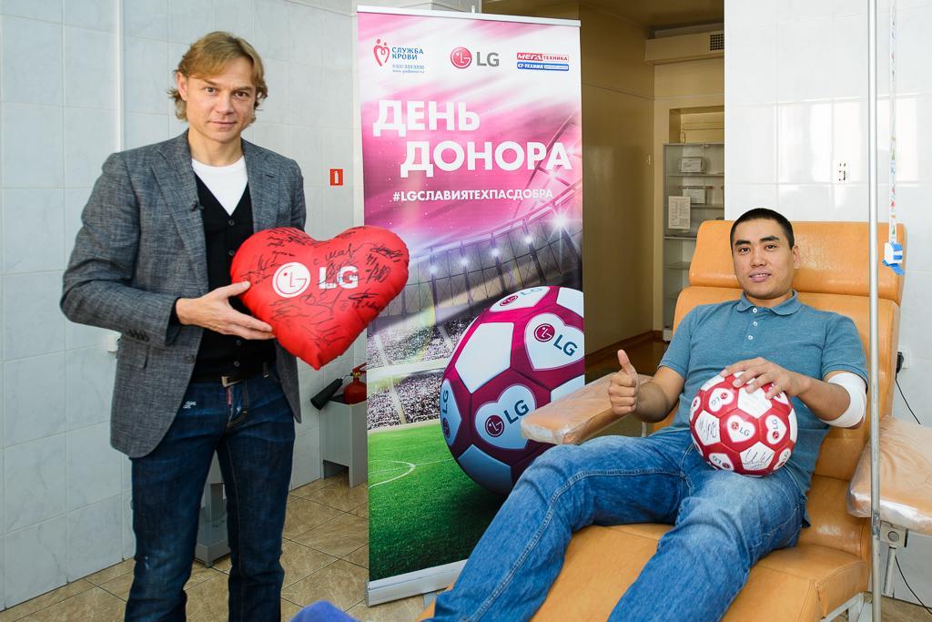 Футбольный День донора при поддержке футболиста Валерия Карпина