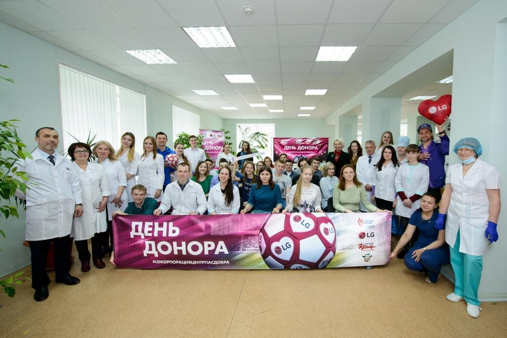 Футбольный День донора с игроками «Зенит-Ижевск» и футболистом Русланом Нигматуллиным