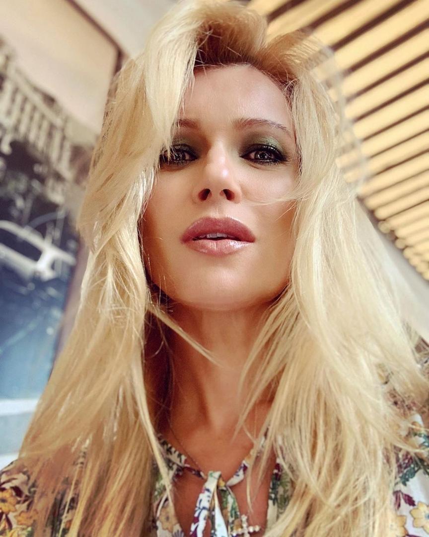 Олеся Судзиловская: «Как восстановить увлажнение, питание и блеск волос после жарких солнечных дней»