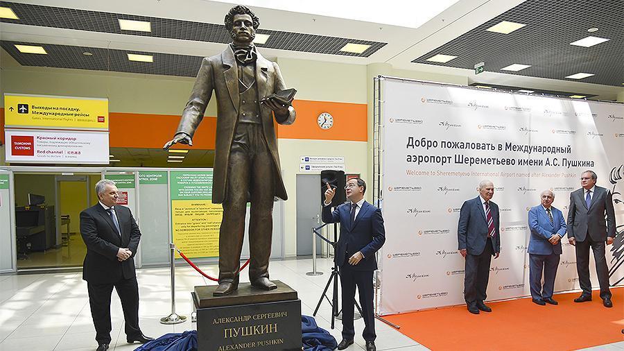 Мединский открыл памятник Пушкину в Шереметьево