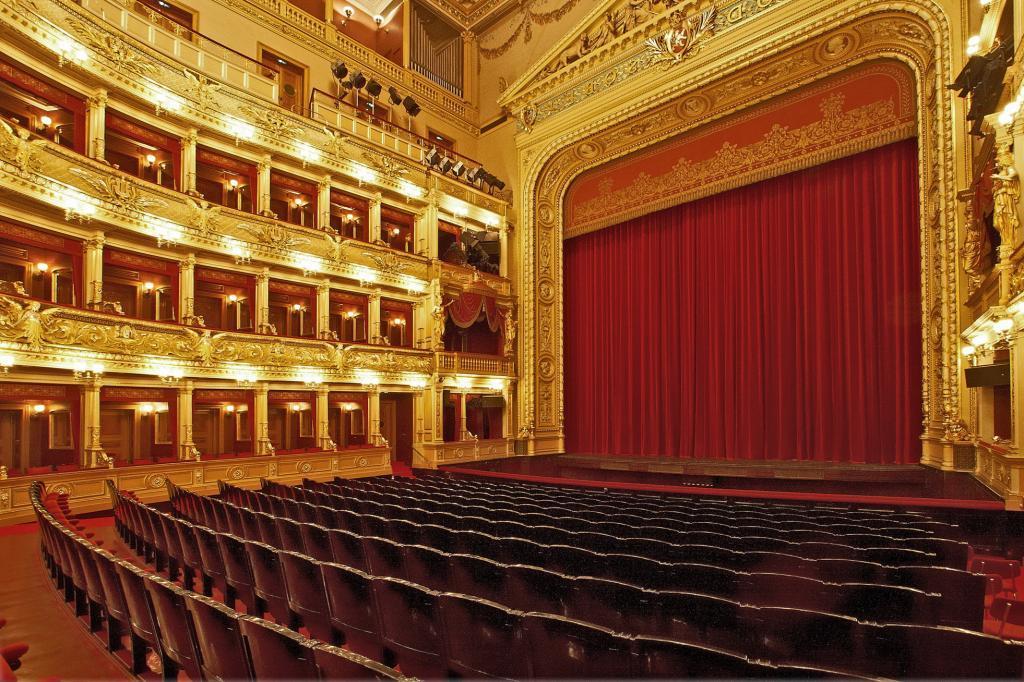 Региональные кинотеатры покажут московские спектакли