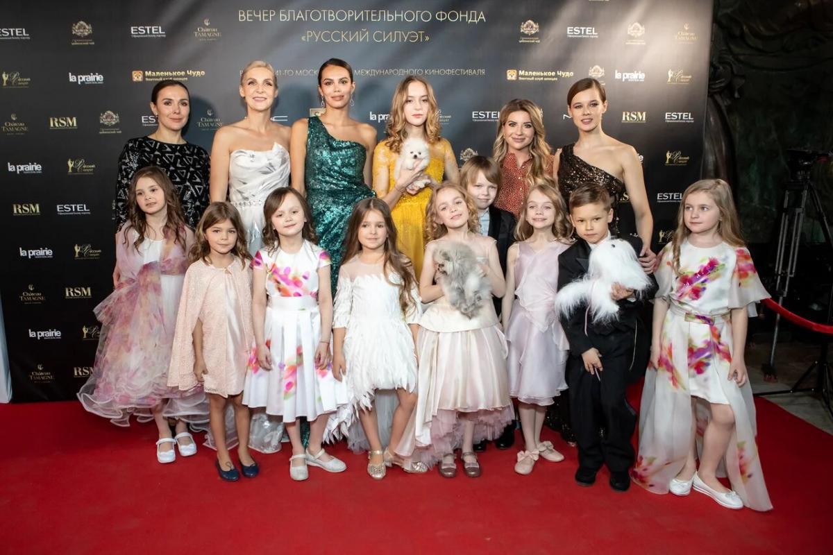Тандем Valentin Yudashkin и Yudashkin Kids на подиуме «Русского Силуэта»