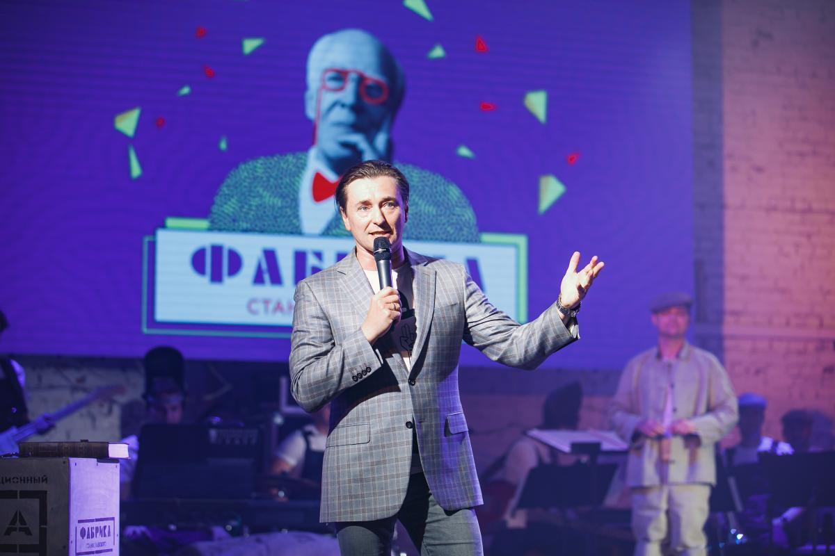 Сергей Безруков вручил премии лучшим актерам на закрытии фестиваля «ФАБРИКА СТАНИСЛАВСКОГО»
