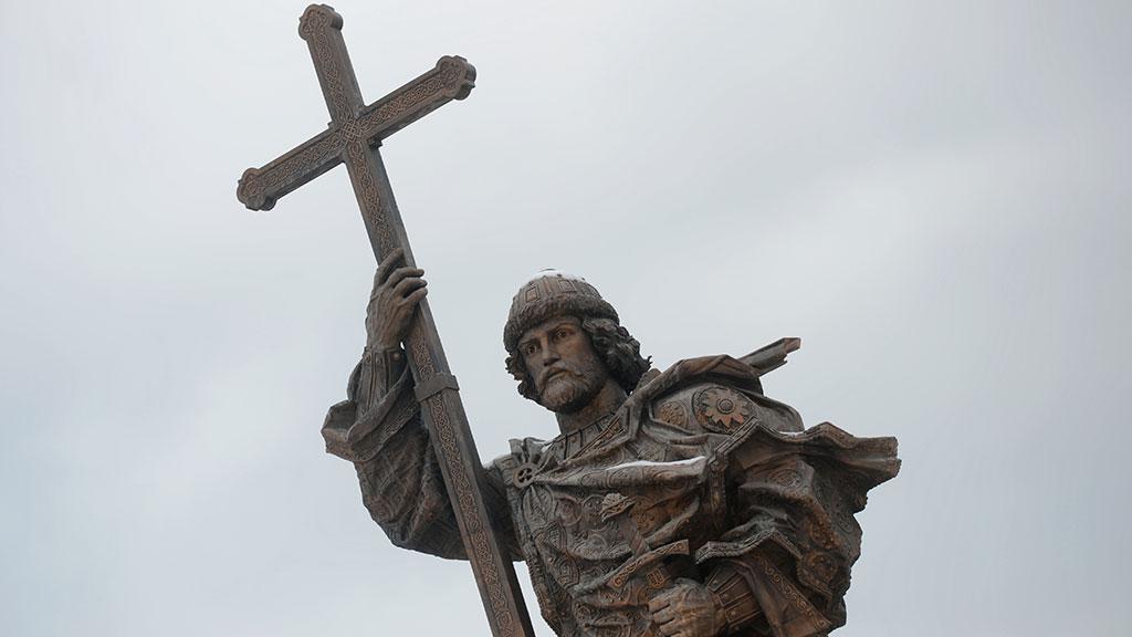 В центре Москвы торжественно открыли памятник князю Владимиру