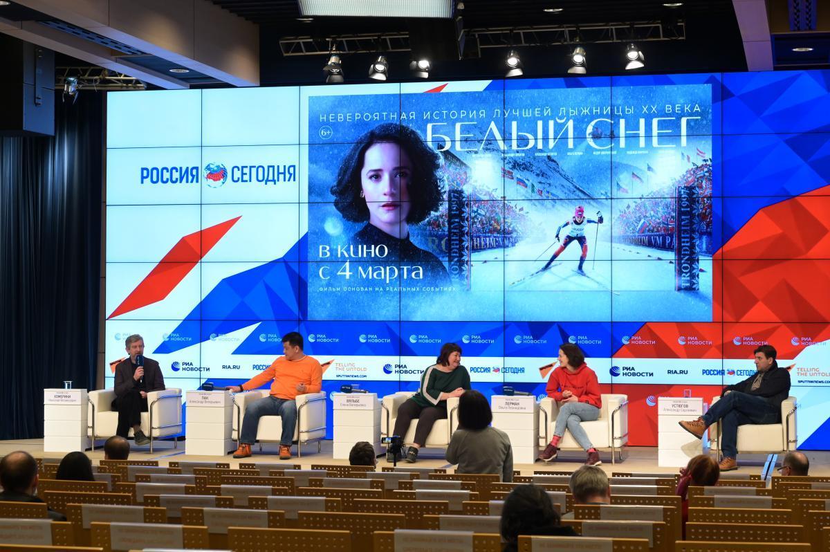Фоторепортаж с пресс-конференции фильма «Белый снег»
