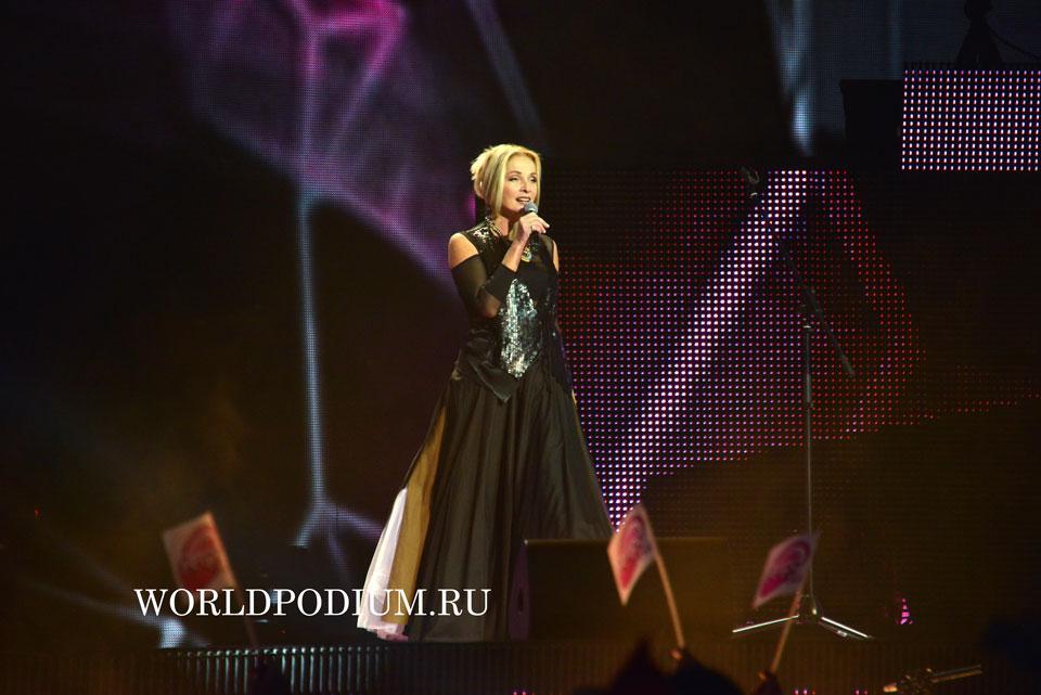 Лайма Вайкуле (Легенды Ретро FM 2015) Фото он-лайн трансляция