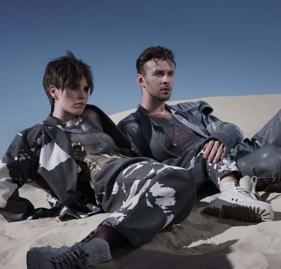 Макс Барских и Zivert возвращают моду на киберпанк в новом клипе «Bestseller»